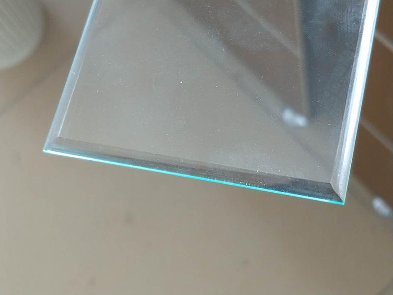 led灯具钢化玻璃厂家引领家居照明的发展趋势