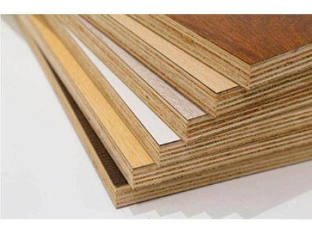 柠檬直播英超实木颗粒板和柠檬直播jrs实木板哪个好?