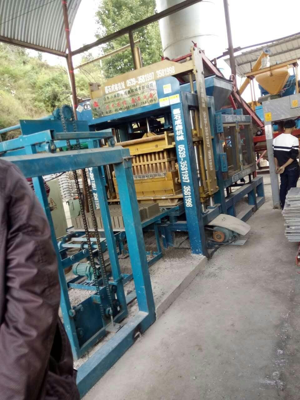 清理水泥制磚機設備的殘料的必要性