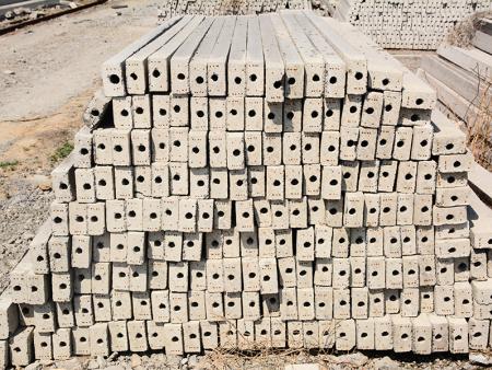水泥立柱打好后发热的原因是什么