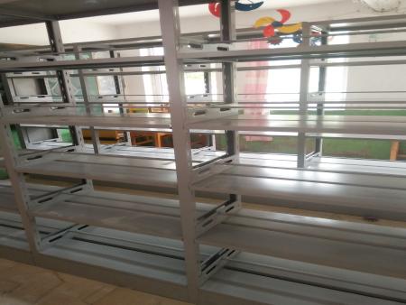 钢制书架在图书馆中的应用www.junchengchuang.com