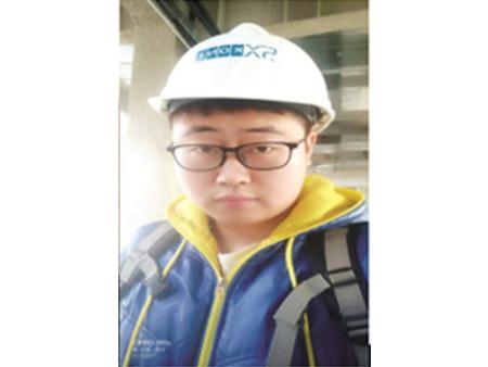 邹宜兴,2013届机电一体化技术专业毕业生。西安交通大学硕士研究生,现任直通力电梯项目经理