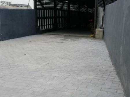 地铁站透水砖铺装