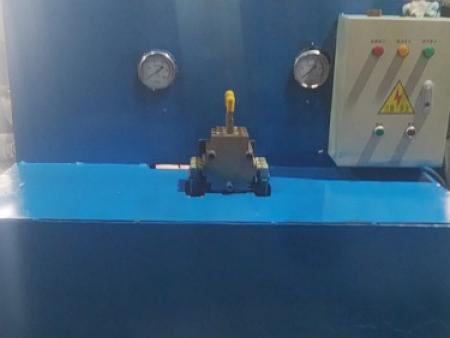 万全区鑫鑫有色金属铸造厂:使用工程液压油缸注意事项