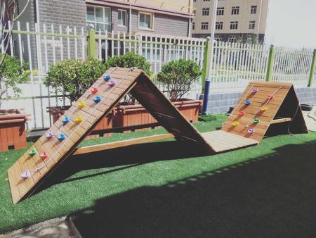 安宁区实验幼儿园木制攀岩
