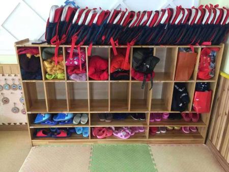 通渭县盛华国际幼儿园,书包鞋柜