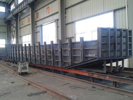 蘭州耀德機械設備告訴你鋼模板的基礎安裝方法