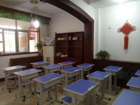郑州学生课桌椅 万昌家具欢迎您来电