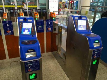 港媒:二维码支付有局限 地铁过闸机易拥堵