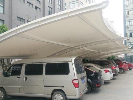 如何合理挑选膜结构车棚?