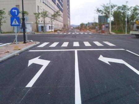 哈尔滨交通设施厂家:手动挡红绿灯起步技巧及注意事项