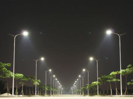沈阳路灯杆厂家分享太阳能路灯夏季是如何保养的?