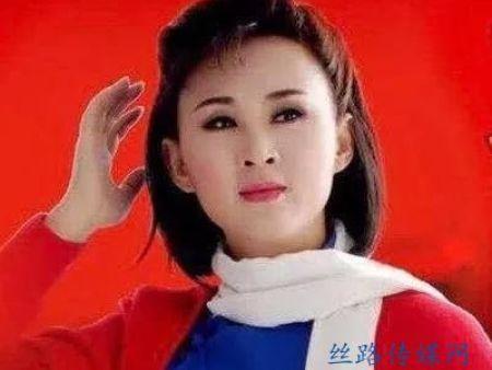 女高音歌唱家高咏梅演唱《红梅赞》,高亢清脆的歌声让人陶醉