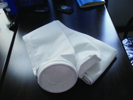 張家口市宣化天潔環??萍加邢薰窘榻B除塵器安裝布袋的方法