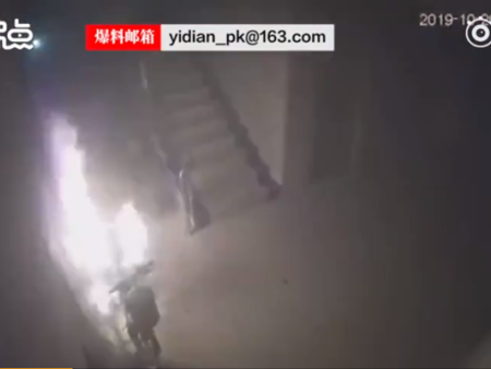 汕头一电动车充电发生闪爆,场面惊险——泉州消安提醒您注意消防安全