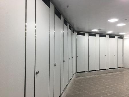 厦门市工人体育馆卫生间隔断项目