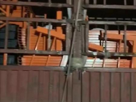河北建工单位采购200套喷涂电动吊篮装车中
