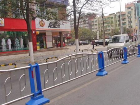 机动车护栏