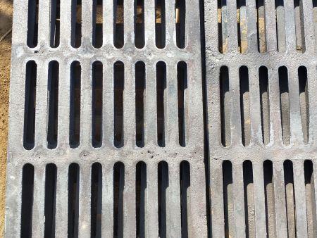 为什么要在雨水篦子模具底板上安装加强筋?
