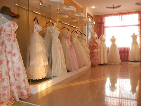 中西方亚搏yabo2014不同的婚纱礼服