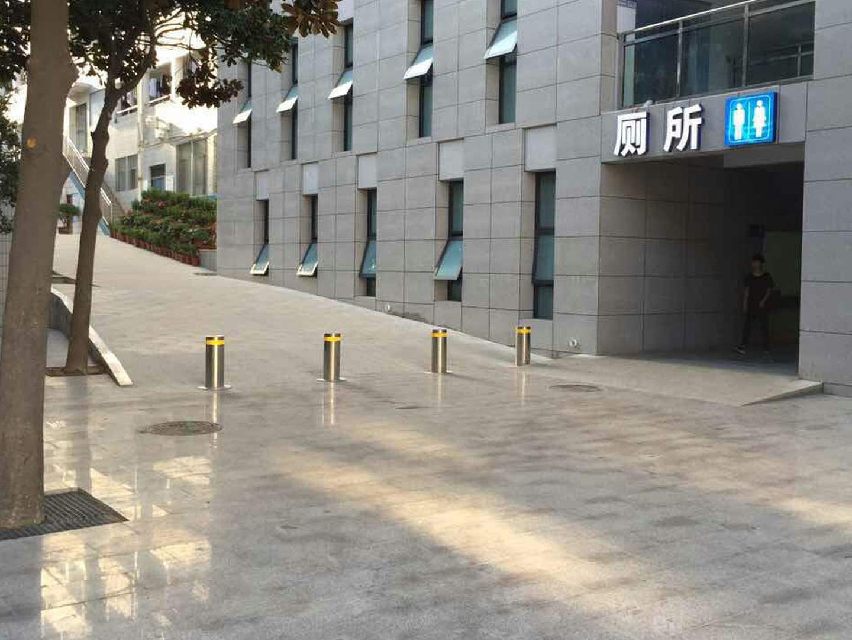 河南鄭州市電子信息工程學院反恐升降柱采購安裝驗收完成