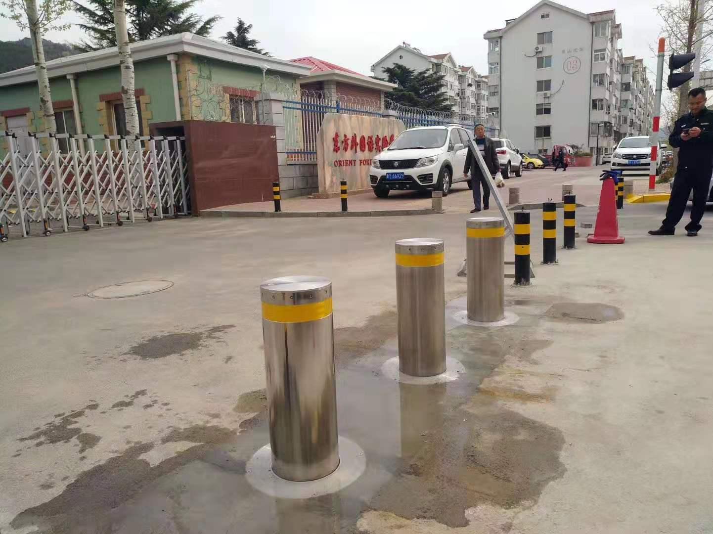 山東煙臺市東方外國語實驗學校安全防撞升降路樁項目完成