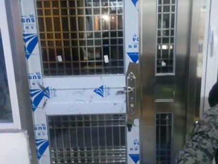 大連白鋼門