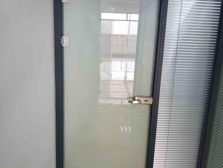 丹東門窗玻璃中間結霧怎么辦?