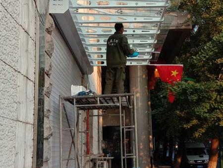 丹东门窗公司告诉您角码与组角工艺在无缝焊接门窗中的重要性