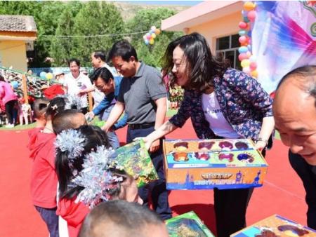 王晓宁赴清水驿乡与幼儿园小朋友欢度六一并调研督导该乡脱贫攻坚等相关工作