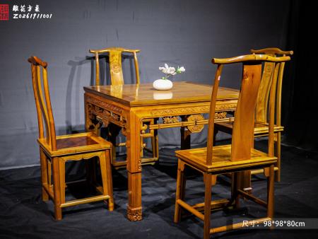 八仙桌(雕花方桌)