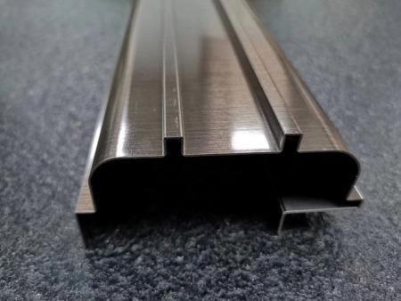 不锈钢剪板折弯对金属薄板刨槽的特点