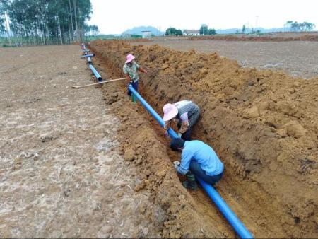 安装滴灌管和滴灌带灌溉设备应该怎么施肥