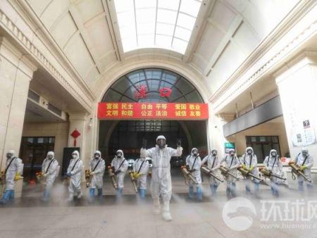 现场堪比好莱坞大片!武汉汉口火车站用雷电竞app苹果下载进行消杀