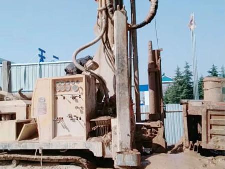 新楼盘钻井施工中
