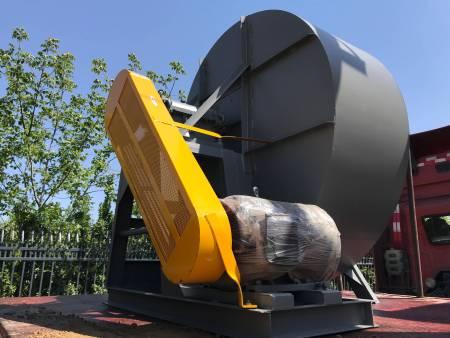 2020年4月24日玉米压片机组装车发往河南