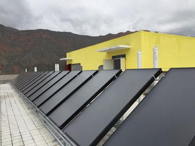 蘭州太陽能工程-平板式太陽能集熱器