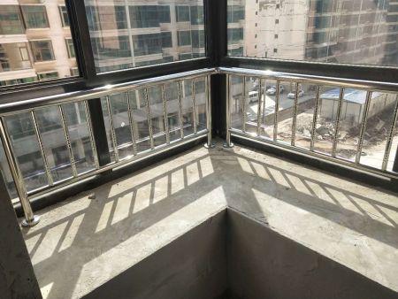 阳台栏杆和空调位栏杆在制作时有什么不同?
