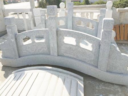 青石栏杆厂家介绍青石栏杆上的图案要如何设计