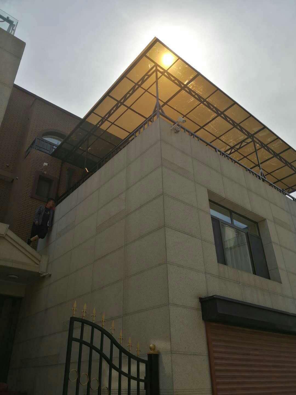 雨棚材料選擇沈陽耐力板好還是玻璃好?
