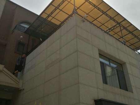 雨棚材料选择沈阳耐力板好还是玻璃好?