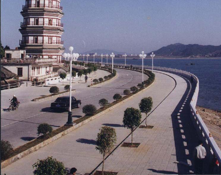 肇庆市江滨堤路工程