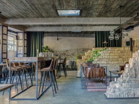 众派思商业设计分享 | 乌克兰Hangover怀旧餐厅设计