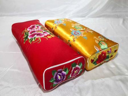 手工繡花枕