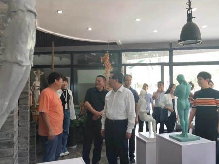 甘肃省文化博览局局长程卫中一行在兰州创意产业园张学智董事长陪同下来我工作室考察和指导工作