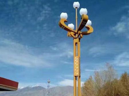 怎么选择合适的兰州太阳能路灯?