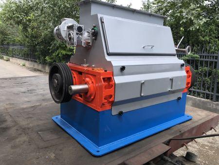 [壮大农牧]产量1-14吨/小时玉米压片机成套机组发往海内外市场