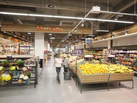 众派思商业设计分享   葡萄牙Continente Bom Dia便利超市设计