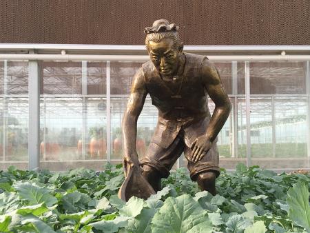 農耕人物雕塑