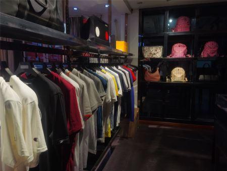 服装市场巨变下,加盟潮牌集合店如何把握市场的格局与未来?